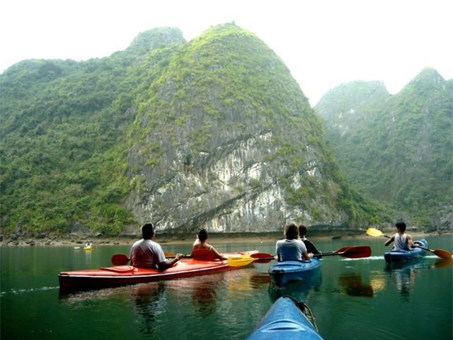 Đảo Cát Bà: Nơi rừng già và biển xanh gặp gỡ - 2