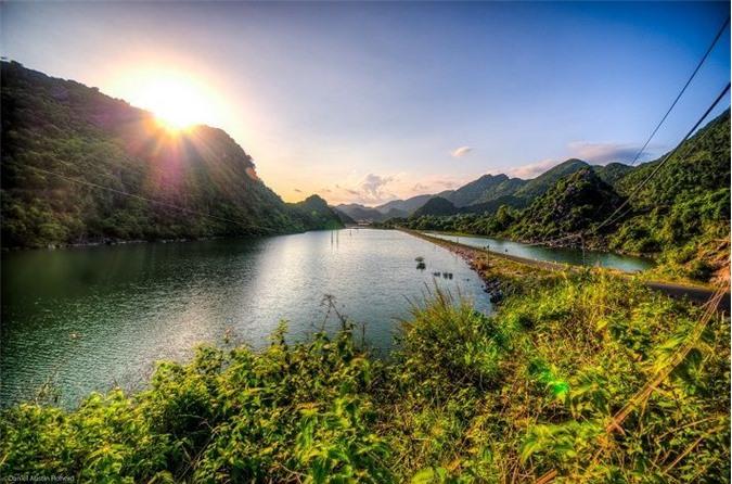 Đảo Cát Bà: Nơi rừng già và biển xanh gặp gỡ - 6