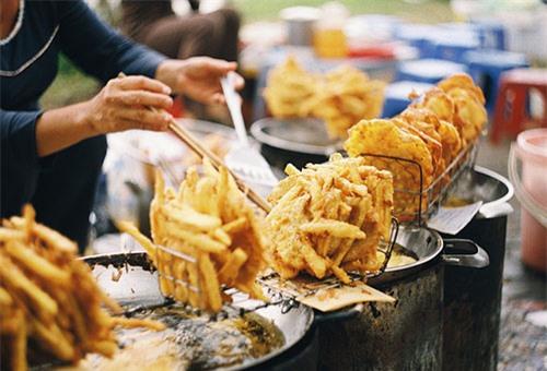 Những món ăn vặt nóng hổi 10.000 đồng ở Hà Nội 7