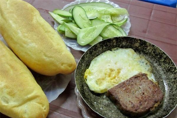 Những quán bánh mì chảo ngon nổi tiếng của Hà Nội