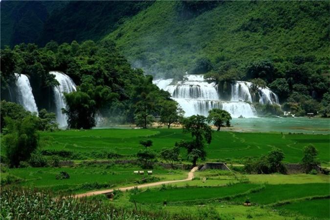 Thác Bản Giốc bao gồm hai thác, thuộc cả 2 nước Việt Nam và Trung Quốc