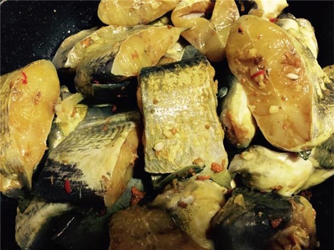 Cá ngạnh om chuối đậu cho ngày sum họp cuối tuần